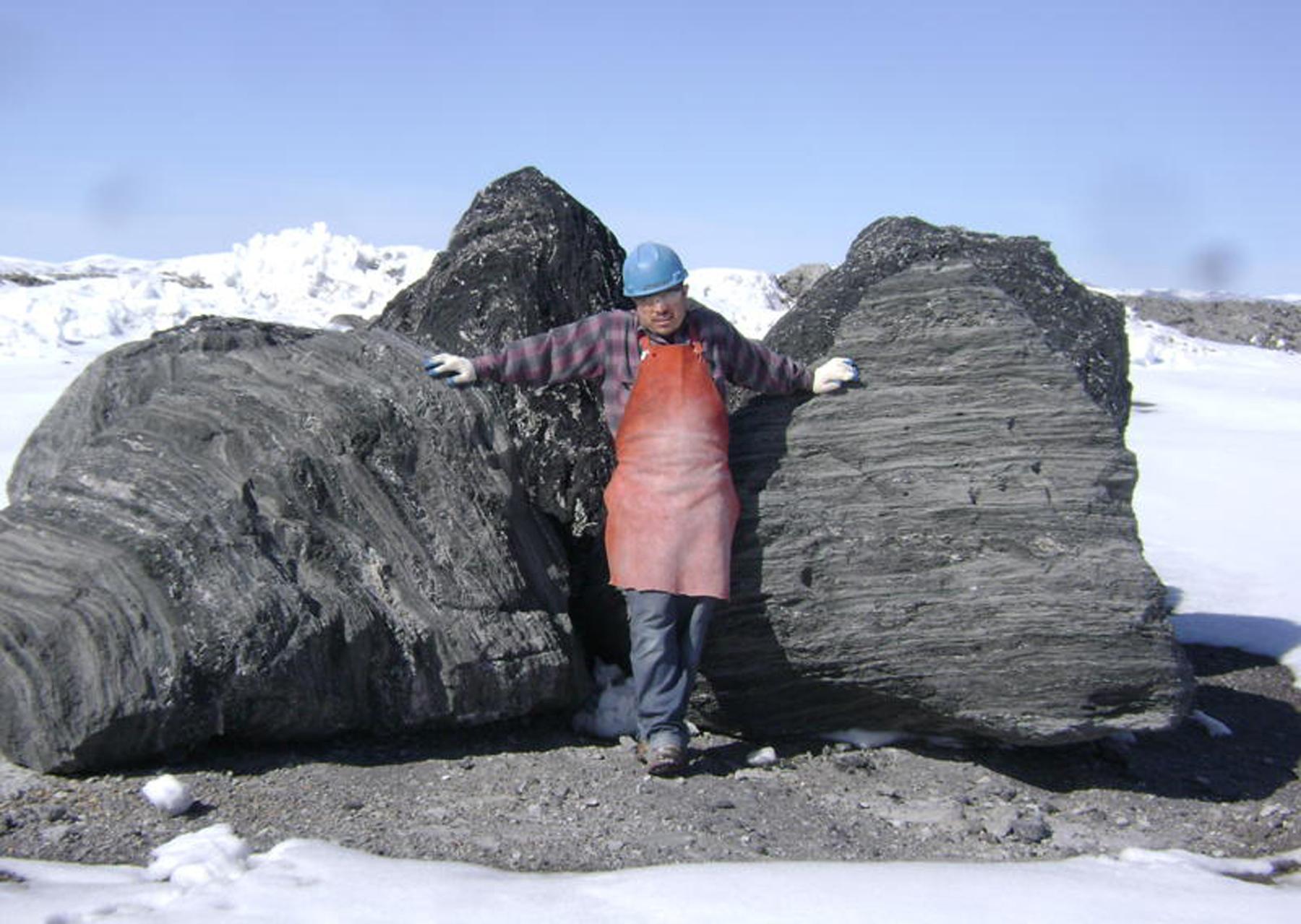Charcoal Featherock Boulders